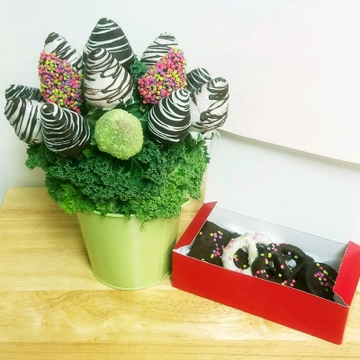 chocolate strawberry bouquet & chocolate dipped cookies